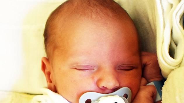 Christian Beneš se narodil Ivaně Benešové zTeplic 26. července v5,18 hodin v teplické porodnici. Měřil 49 cm, vážil 3,10 kg.