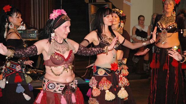 Maškarní ples Sboru dobrovolných hasičů a Teplického gymnázia v Krušnohorském divadle