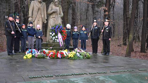 Důl Nelson: pomník připomínající tragédii, který stojí na kraji města Osek