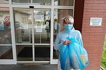 Dobrovolníci dělají ochranné štíty třeba pro nemocnice.