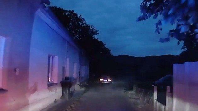 Zdrogovaný řidič se dal na útěk, nezastavily ho ani varovné výstřely