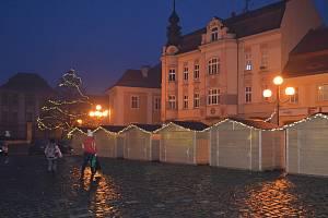 Na náměstí v Duchcově hraje stromeček