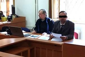 Patrik P. je obžalovaný z obecného ohrožení a násilí proti úřední osobě.