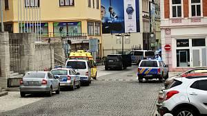 Policejní zásah po přepadení zlatnictví v Teplicích
