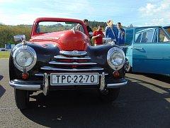 Řada krásných starých vozů se zachovala díky nadšencům z Teplicka. Na snímku Škoda 1102