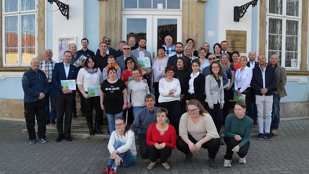 Společné foto oceněných se zaměstnanci Arkadie.