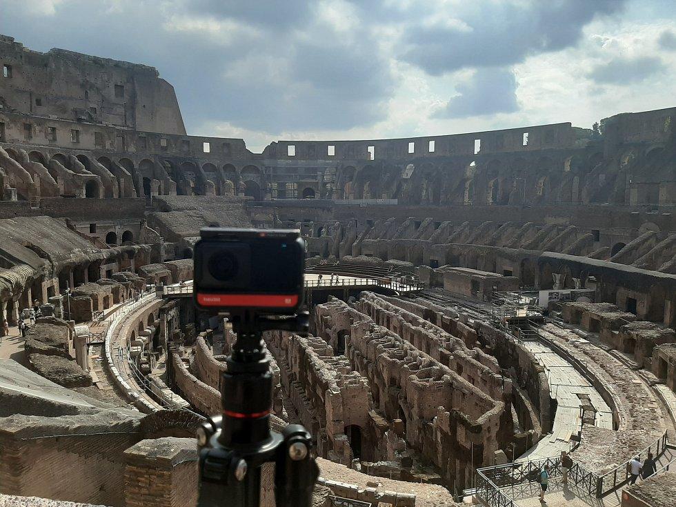 Projekt Kaleido přináší do domovů pro seniory možnost cestovat pomocí virtuální reality. Snímek z natáčení v Římě.