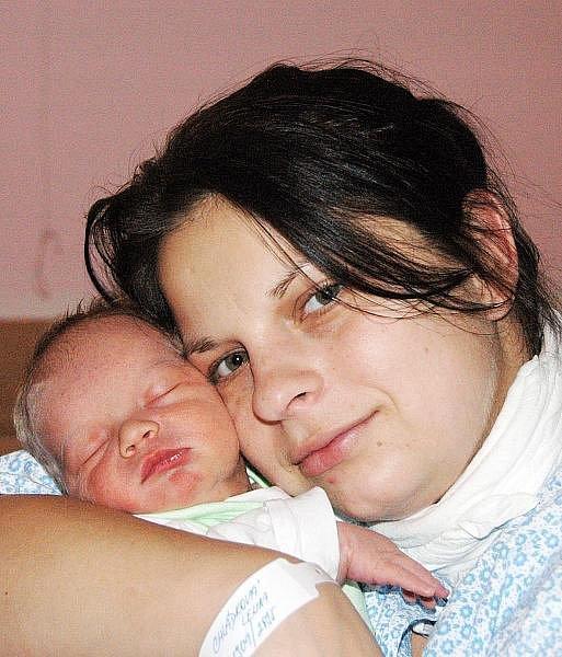 Mamince Lence Chládkové z Teplic se v ústecké porodnici 20. listopadu v 1.09 hodin narodil syn Michal Račuk. Měřil 50 cm a vážil 3,45 kg.