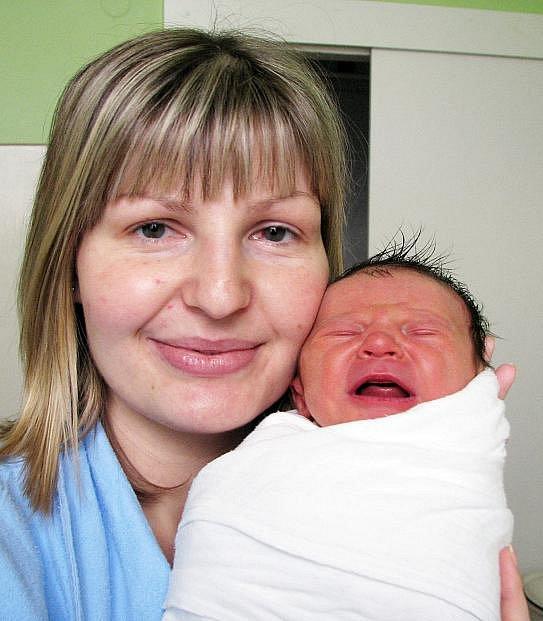 Mamince Veronice Heimerleové z Teplic se 14. ledna v 6.55 hod. v teplické porodnici narodil syn Jiří Patera. Měřil 49 cm a vážil 3,40 kg.