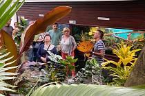 Přivonět si ke květu a ještě se o něm dozvědět řadu zajímavých informací. Takovou možnost měli ti, kteří využili nabídky Botanické zahrady Teplice a přišli na komentovanou prohlídku.