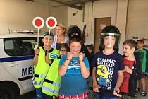 Děti z Arkadie navštívily policejní služebnu.