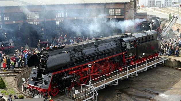 Setkání parních lokomotiv.