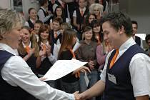 Studenti se budou chválit mezi sebou, pochválí učitele za dobrou hodinu a pochval se i dočkají od samotných pedagogů.