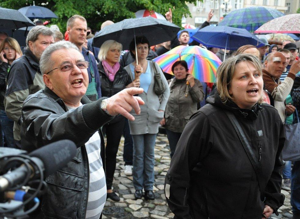 V Duchcově proběhla demonstrace proti násilí ve městě