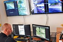 DISPEČINK kamerového systému městské policie v Duchcově.