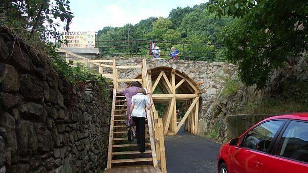 Most na hrad v Krupce