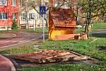 Domek dopravního hřiště v Proseticích vichřice rozmetala