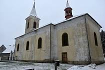 Kostel sv. Apolináře v Modlanech.