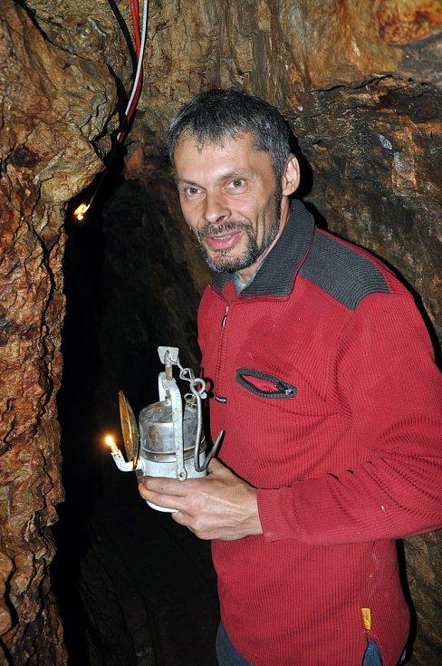 Pavel Chaloupka při prohlídce štoly Lehnschafter