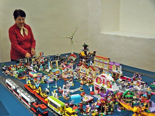Výstavu Svět z kostiček LEGO najdete v prvních dvou výstavních místnostech teplického zámku.
