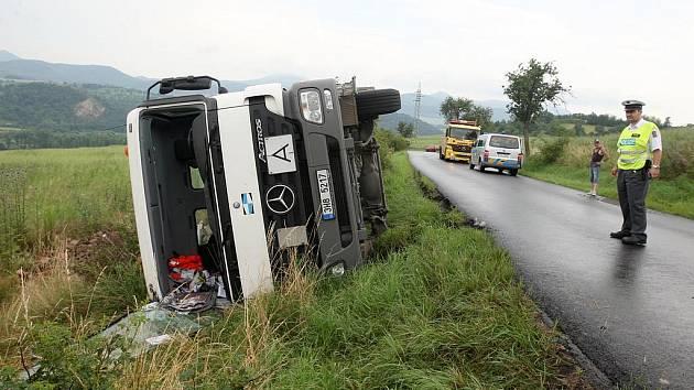 Nehoda nákladního vozidla na silnici u Rtyně nad Bílinou, 2. června 2009