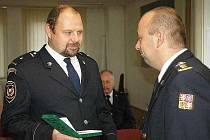 Hasič Jaroslav Feller obdržel medaili za věrnost k uniformě
