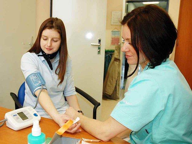 Dny otevřených dveří jsou úspěšné, každý rok se podle paní primářky Studenovské podaří odhalit nové diabetiky a pacienty s vysokým tlakem, což je jeden z rizikových faktorů.