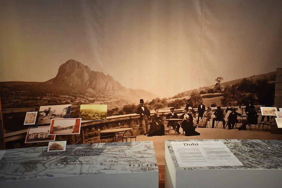 Výstava Kouzlo žánrových pohlednic.