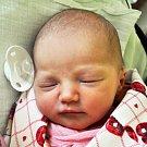ROZÁLIE ZASTOUPILOVÁ se narodila Adéle Kollárové z Dubí 14. února ve 22.45 hod. v teplické porodnici. Měřila 50 cm a vážila 3,25 kg.