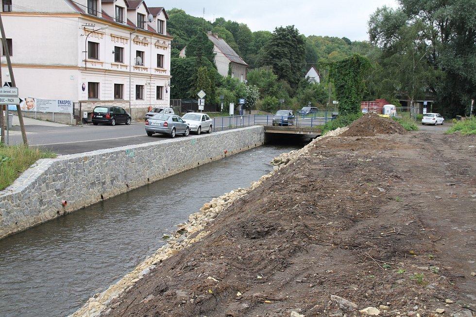 Oprava koryta Bystřice.