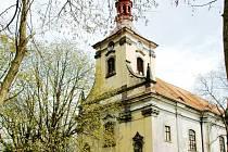 Kostela sv. Petra a Pavla v Oseku.