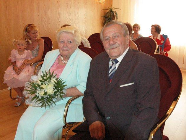 Julie a Oldřich Fričkovi z Košťan oslavili diamantovou svatbu.