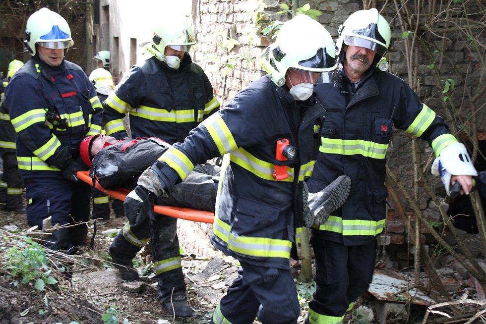 Ze cvičení hasičů v šachetním době u bývalého dolu Britannia na Teplicku.