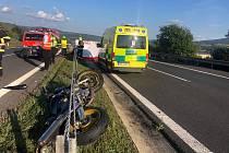 Vážná nehoda motorkářky na silnici 63.
