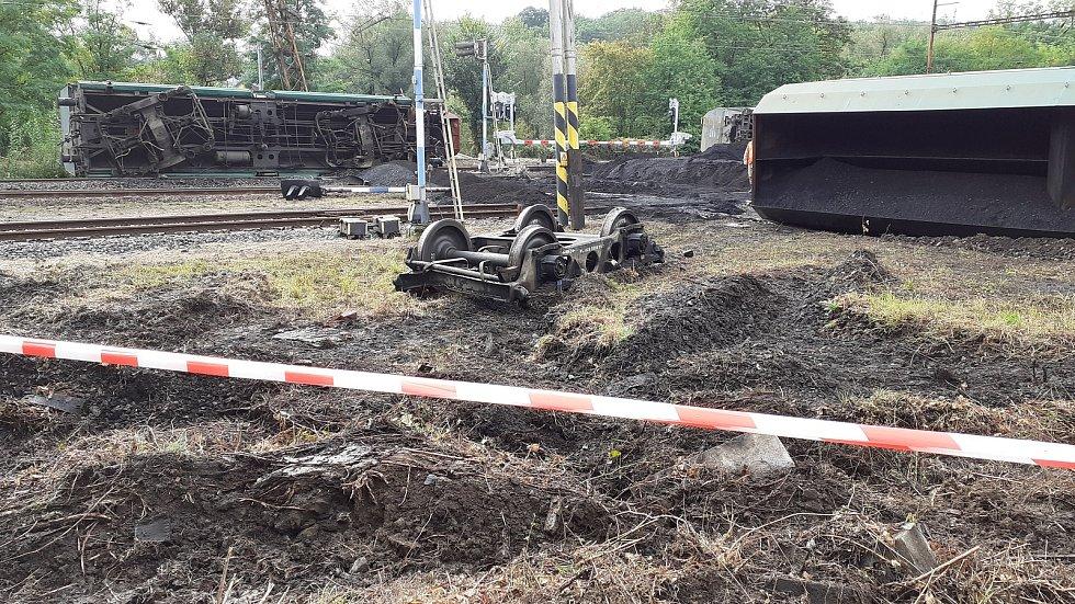Nehoda nákladního vlaku u Úpořin.