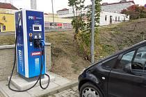 Dobíjecí místo pro elektromobily, u Penny v Proseticích v Teplicích.