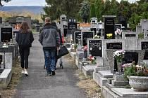 Dušičky na hřbitově v Novosedlicích