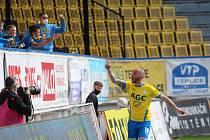 Teplice v důležitém utkání porazily České Budějovice 2:0. Vítěznou branku slaví její autor Pavel Moulis.