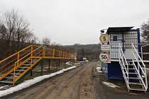 Smrtelný pracovní úraz osmatřicetiletého ukrajinského dělníka vyšetřují kriminalisté od čtvrtečního dopoledne v kamenolomu Dolánky u Bíliny.