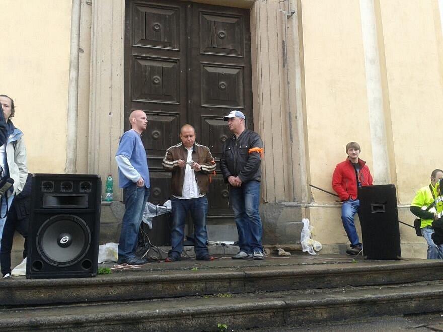 Z demonstrace v Duchcově, organizátoři