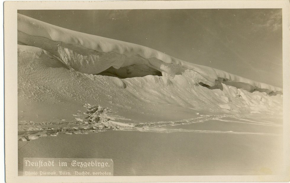 Zima v Krušných horách na archivních pohledech a fotografiích. Nové Město v Krušných horách.