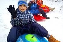Děti z Tuchlova si užily prima bobovačku na Bouřňáku.