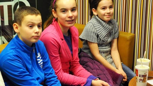Ve webové soutěži Teplického deníku a McDonald's Teplice získalo 18 obrázků ze 14 škol celkem 23 086 hlasů, zvítězil Vojta Karas