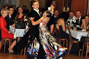 Tradiční lázeňský ples v Krušnohorském divadle zahájila Severočeská filharmonie, dále se představil Mini Band jejímž hostem byla zpěvačka Dasha