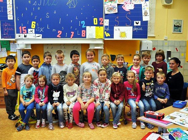 Na fotografii jsou žáci ze ZŠ Buzulucká, Teplice, 1.Atřída paní učitelky Kateřiny Růžičkové.