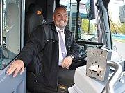 Nové autobusy pro Bílinu. MHD tam bude bezemisní.  Řidič Antonín Vohradský.