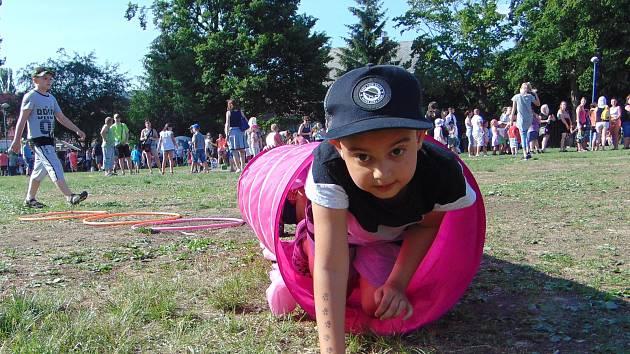 Dětský den ve stylu Disneylandu proběhl ve čtvrtek u rybníka v Proboštově.