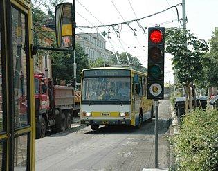 Trolejbusy na semaforu.
