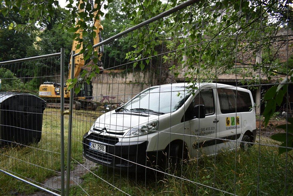 Teplice, demolice objektu v Mlýnské ulici. Pátek 2. července 2021.