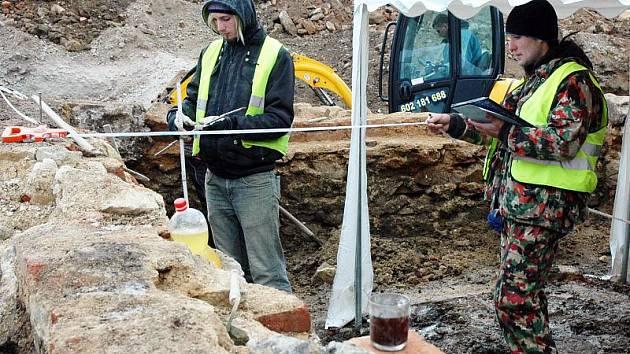 Od 3. ledna probíhá v prostoru budoucího obchodního centra archeologický průzkum, který provádí obecně prospěšná společnost ArcheoBohemia.